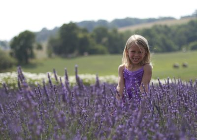 young_girl_in_lavender_field